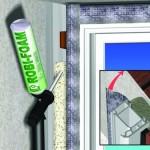 монтажный шов заполним пенным полиуретановым утеплителем