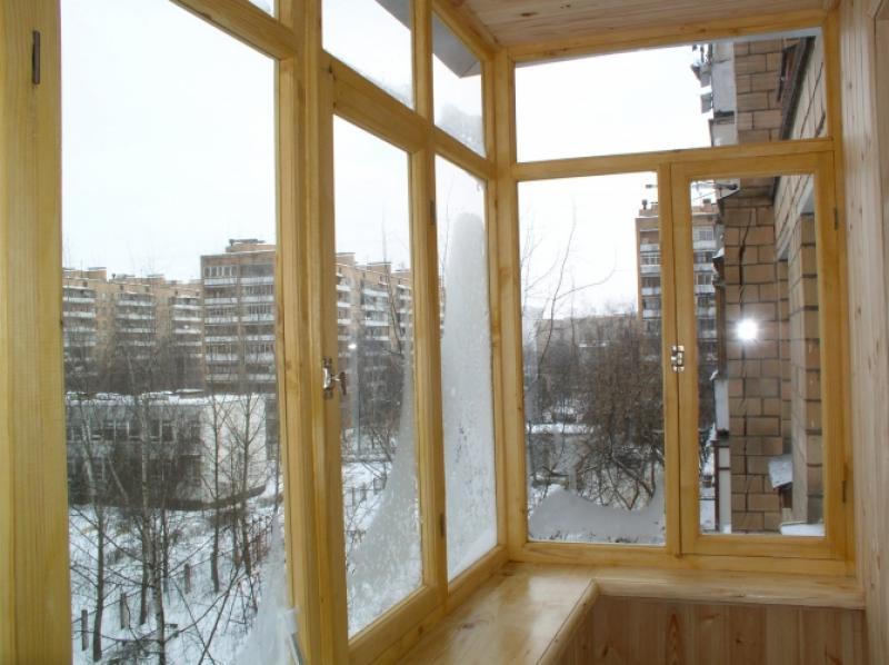 Остекление балконов деревянными рамами - как и для чего?.